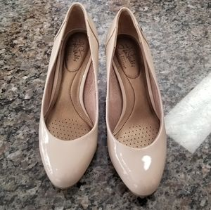 Life Stride Lively Nude Heelsl size 7 1/2 M